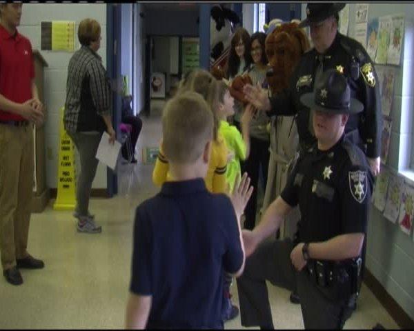 Berkeley County Sheriff-s Department visits school_14802325-159532