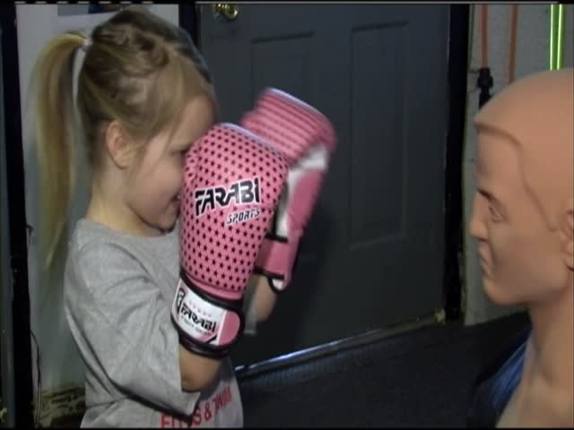 Pint size boxer fights through hardships_20778840-159532