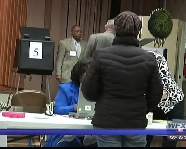 Polls open for Super Tuesday primary voting_74484833-159532