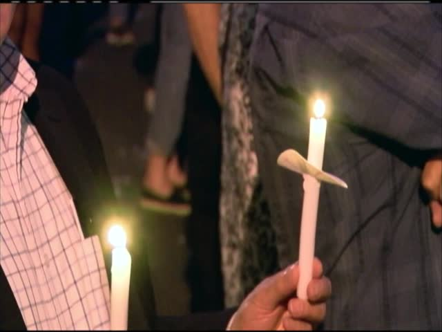 Vigil for Orlando shooting victims_96456188-159532