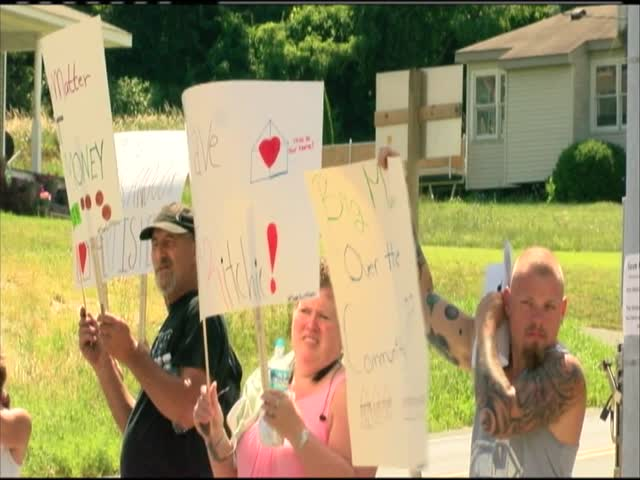 Fort Ritchie residents protest_90941593-159532