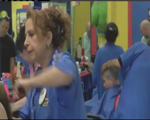 Hair salon helps others_61528525-159532