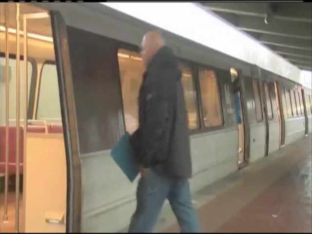 Metro closing times-_91739844-159532