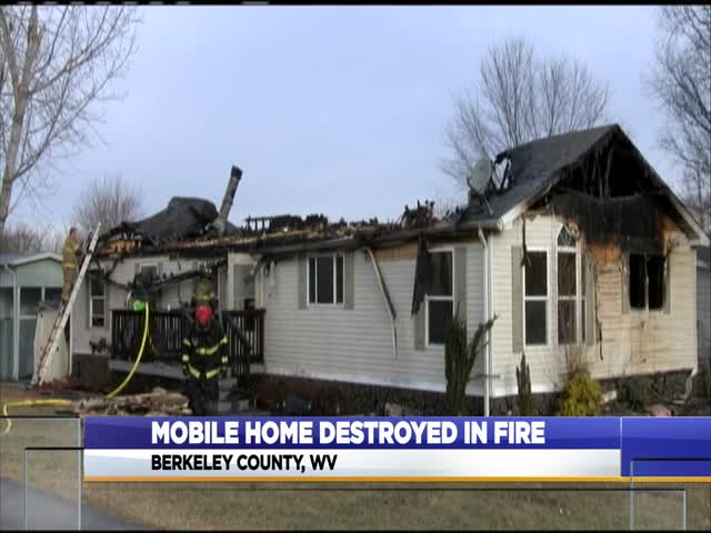 Mobile home destroyed in early morning fire_29111746