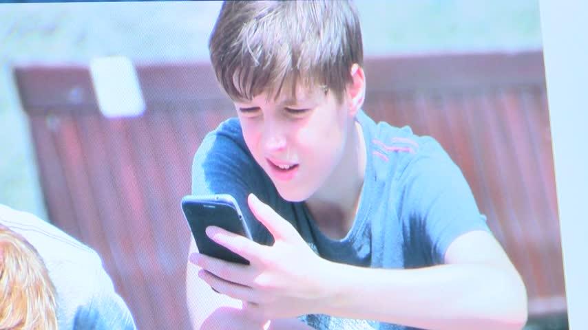 Cyber safety for children_33769276