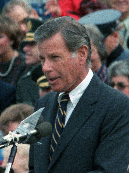 Maryland_Governor_Harry_Hughes_speaking_at_Fort_Belvoir,_Feb_16,_1985_1552512730365.jpg
