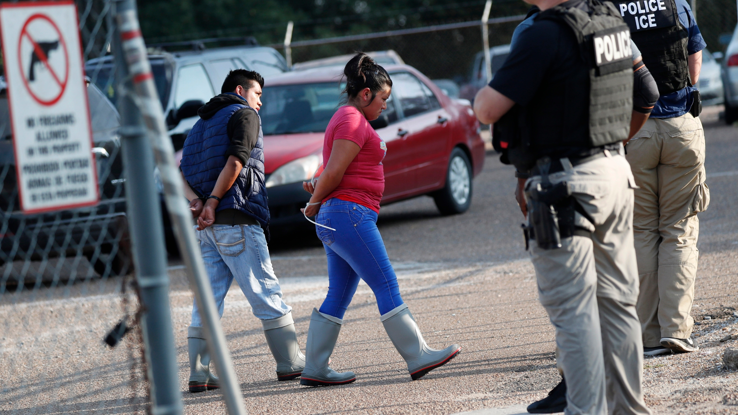 Largest US immigration raids in a decade net 680 arrests | WDVM 25